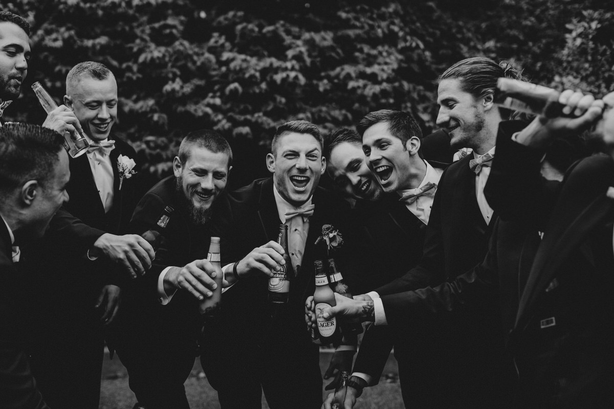 baltimore-wedding-photographer-drinks-groomsmen-fun